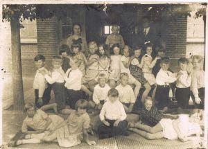 KLASSEFOTO OMSTREEKS 1932